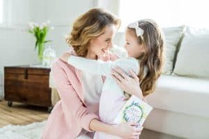 Mom holding daughter. 3 Incredible Benefits of Being a Stay Home Mom